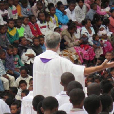 Akamasoa, paroisse du Père Pedro - Photo CSJ ©